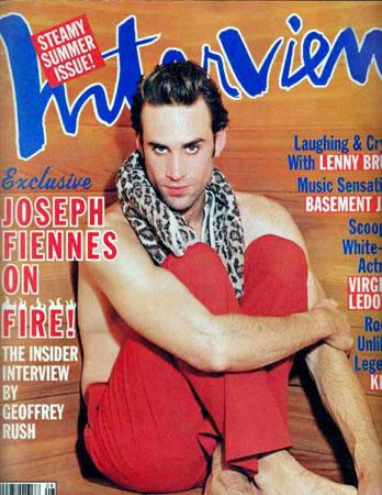 Joseph Fiennes par Ellen Von Unwerth.  Maquillage et Coiffure Julie Bégin.