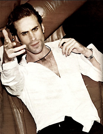 Joseph Fiennes by Ellen Von Unwerth. Makeup & Hair Julie Bégin.