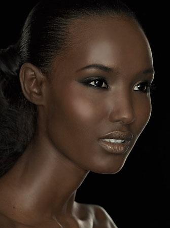 Photo Francis Hills. Makeup & Hair Julie Bégin.