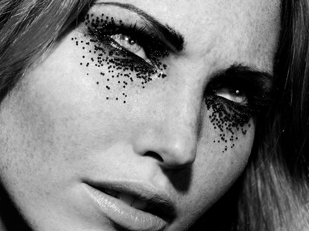 Photo Indira Cesarine. Maquillage et Coiffure Julie Bégin.